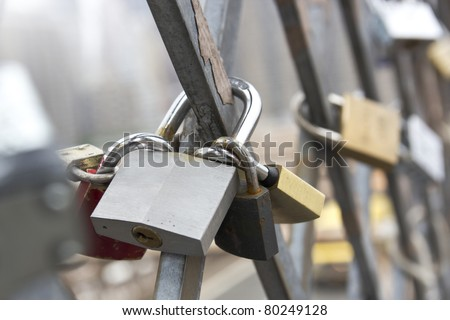 Love locks connected to the brooklyn bridge new york