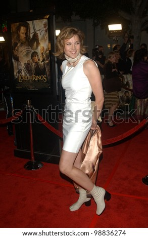 LUCY LAWLESS at the USA premiere of The Lord of the Rings: The Return of the King, in Los Angeles. December 3, 2003  Paul Smith / Featureflash