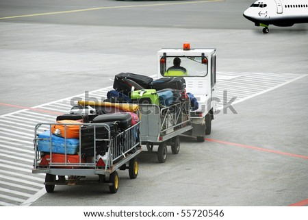 Luggage traffic on an electromobile  to the plane