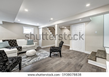 Luxury Canadian House Completely Renovated, Furnished and Staged with Basement, Deck, Backyard and Garage for Sale Foto stock ©