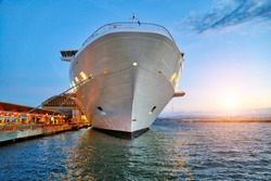 Luxury cruise ship heading to а vacation cruise around Caribbean islands