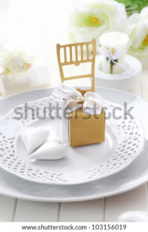 Luxury place setting in white and golden tone