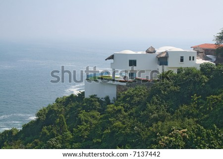 Luxury tropical home over looking ocean