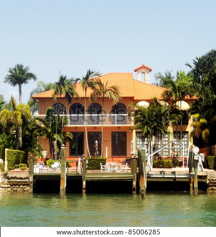 Luxury waterfront real estate in Miami
