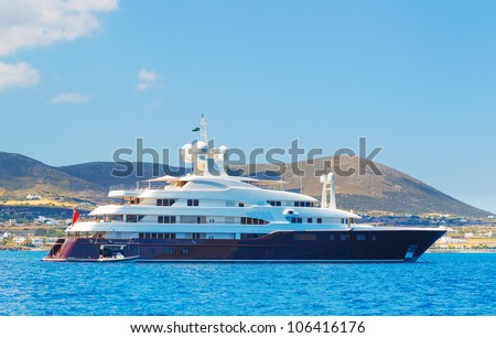Luxury Yacht, Cruzing in Ocean