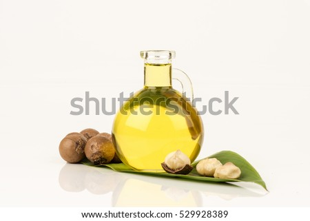 Macadamia Nut Oil to nourish skin soft. Or bring up the hair healthy. ストックフォト ©