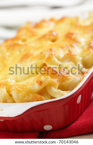 Macaroni and cheese in the casserole closeup