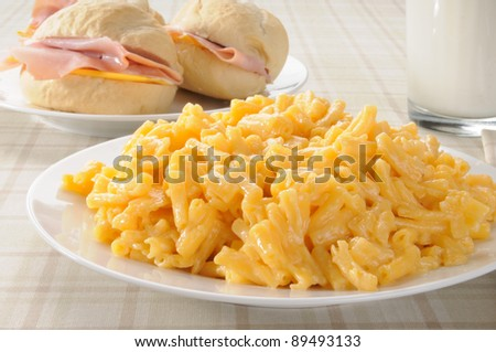 Macaroni and cheese with ham sandwiches on dinner rolls