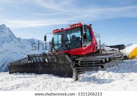 Machine for preparation of ski slopes and ski slopes.  #1311206213
