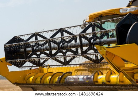 Machinery to Harvest Wheat. Harvesting equipment. Reaping