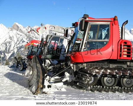 Machines for skiing slope preparations