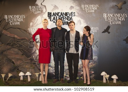 """MADRID - MAY 17: Charlize Theron, Rupert Sanders, Chris Hemsworth and Kirsten Stewart at the presentation of the movie """"Snow White and the Huntsman"""" at the """"Casa de Am�©rica"""" on May 17, 2012 in Madrid."""