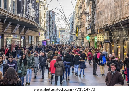 Madrid, Spain. December 7, 2017. A large number of people carry out their Christmas shopping in the commercial area of ??Madrid