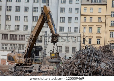 Magnet separate steel at demolition