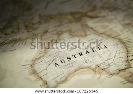 Magnifying Australia on map