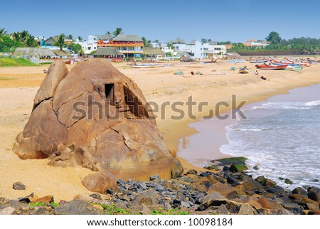 Mahabalipuram beach with fish restaurants and boats