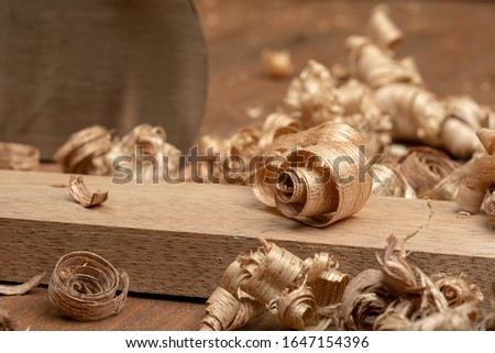 Mahogany wood block and wood shavings. Carpenter cabinet maker hand tools on the workbench. 商業照片 ©