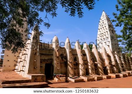 Main View to the Bobo Dioulasso Grand Mosque, Ouagadougou, Burkina Faso Foto stock ©