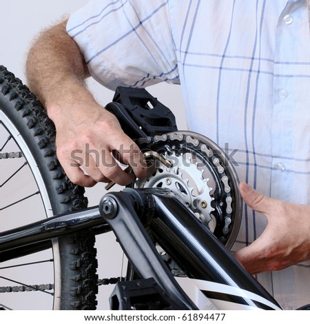 Maintenance and repairs on the chain and chain rings of a mountain bike