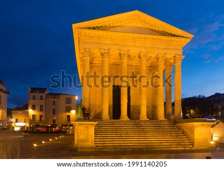 Maison Carree, ancient Roman temple in night lights, Nimes, France Photo stock ©