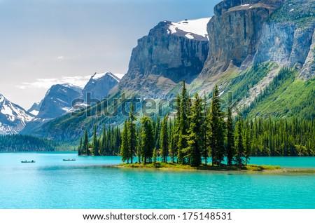 Majestic mountain lake in Canada. Stock foto ©