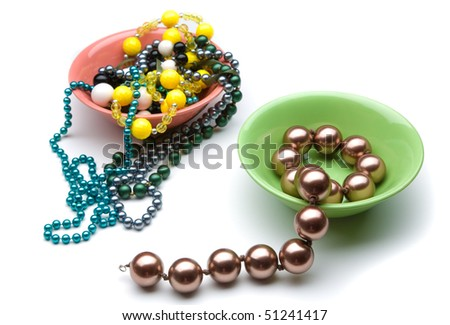 Make the choice between two colorful plates with different beads