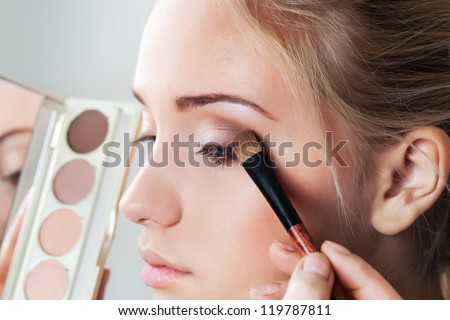 makeup brush eyeshadow on eyelid