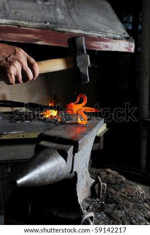Making a decorative pattern in the smithy on the anvil