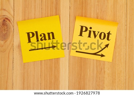 Making a pivot in your business plan on two yellow sticky note paper on wood Photo stock ©