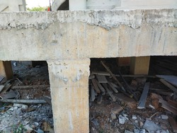 Making columns and beams of large buildings that require strength to standardize the structure.