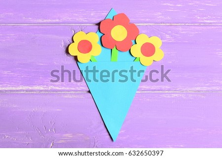 Making paper flowers crafts for mother's day or birthday. Step. Preschool art lesson. Colored paper bouquet isolated on a wooden background. Creative activities for preschoolers. Top view #632650397