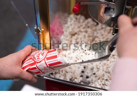 Making Popcorn with a Popcorn Cart