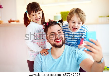 making selfie snap shot with crazy hairstyle and makeup when you home alone with children Stock fotó ©