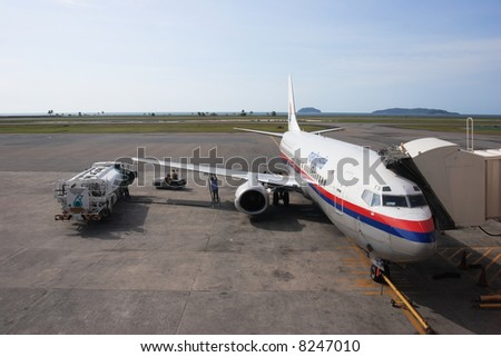 Malaysia Airlines Boeing 737 refuelling in front of tropical islands