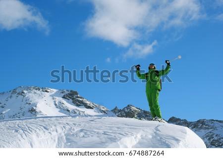 male is skiing in fresh powder Foto stock ©