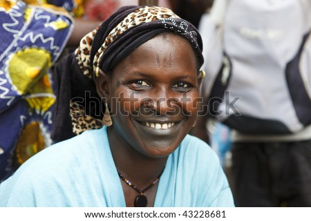MALI - AUGUST 16: Women in the market for women in Mopti, is an exclusive market for women which sells fruit and vegetables, August 16, 2009 in Mopti, Mali