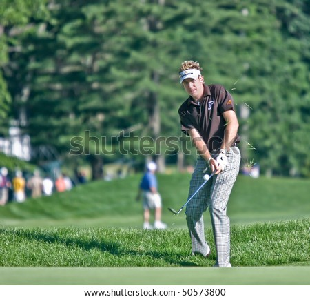 MAMARONECK, NY - JUNE 13: Englishman Ian Poulter chips onto the green as he plays in the 2006 US Open on June 13, 2006 in Mamaroneck, NY.