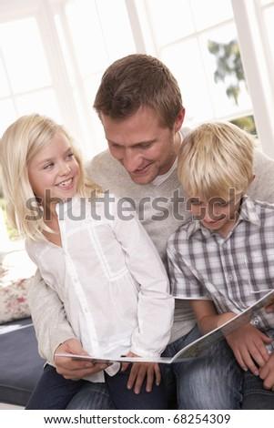 Children+reading+together