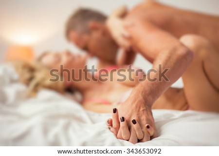 Man And Woman Making Love In Bed on free online floor plan design