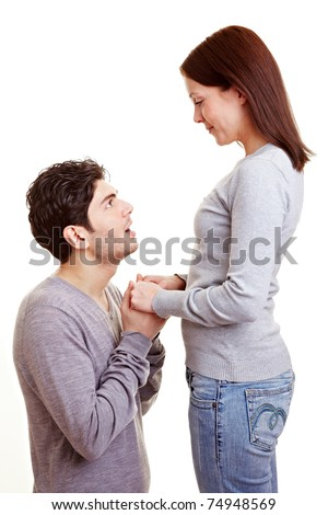 Man apologizing on his knees to his girlfriend after a conflict