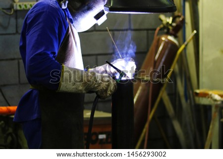 Man dropping an industrial equipment in an equipment factory