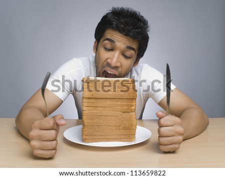 Man eating slices of bread