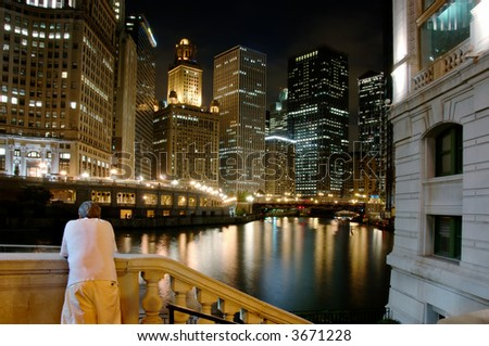 Man enjoying the view of the Chicago River on a summer evening.