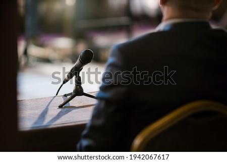man giving statement in court during interrogation Foto d'archivio ©