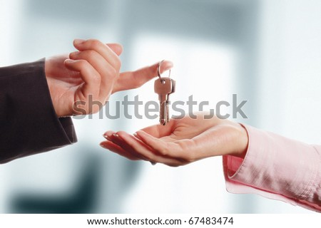 Man handing a women a set of keys