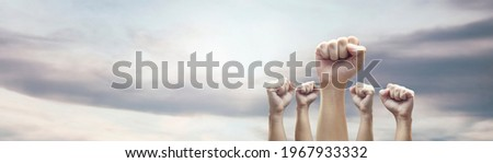 Man hands with clenched fist on sky background expressing freedom Foto stock ©