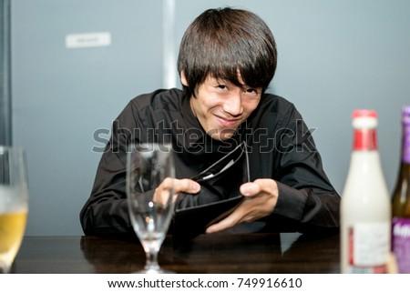 Man holding empty wallet