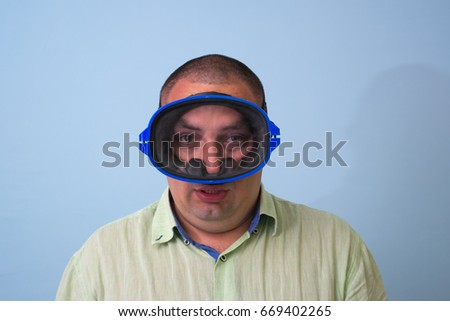Man in a mask for swimming #669402265
