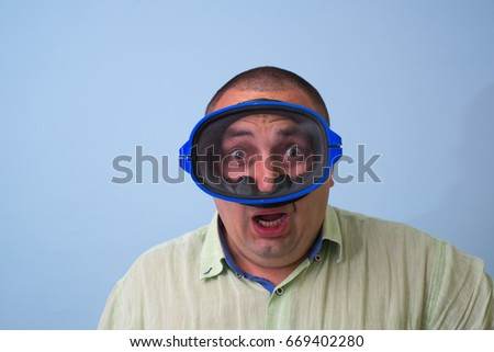 Man in a mask for swimming #669402280