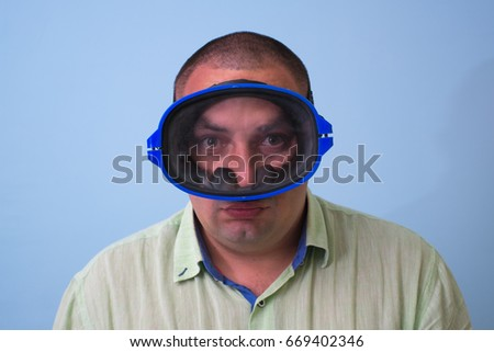Man in a mask for swimming #669402346